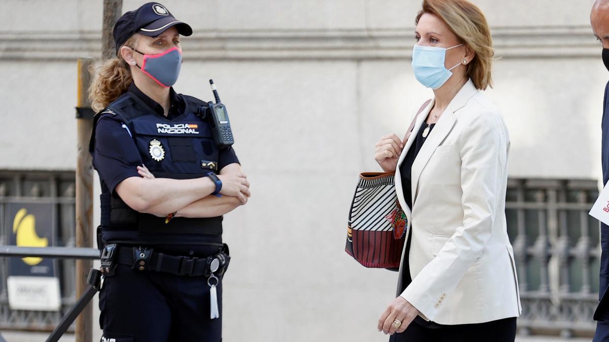 La ex secretaria general del PP María Dolores deCospedal a su llegada a la Audiencia Nacional, este martes.. EFE/ Chema Moya