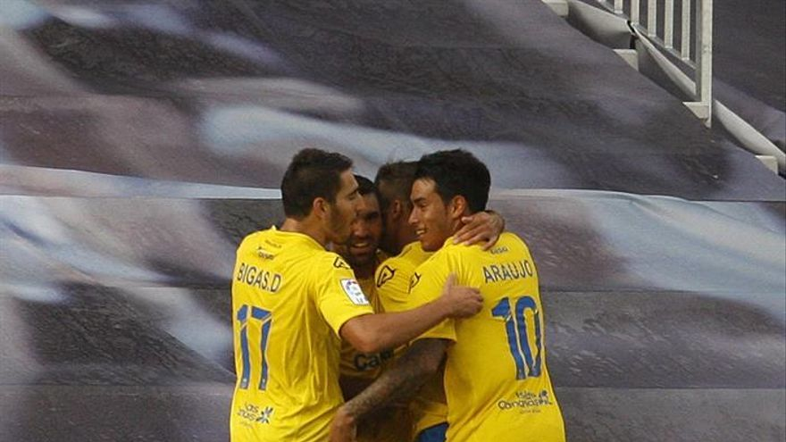 Los jugadores del Las Palmas celebran el empate. EFE/ Salvador Sas