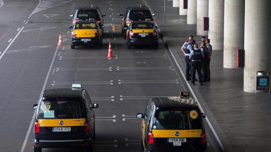 La huelga deja sin un solo taxi el Aeropuerto de Barcelona