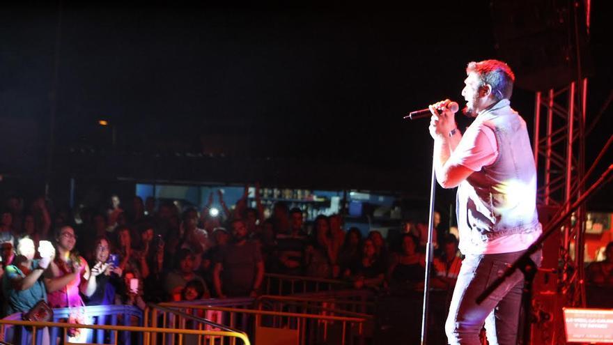 Antonio Orozco, en un momento de su actuación en El Paso.