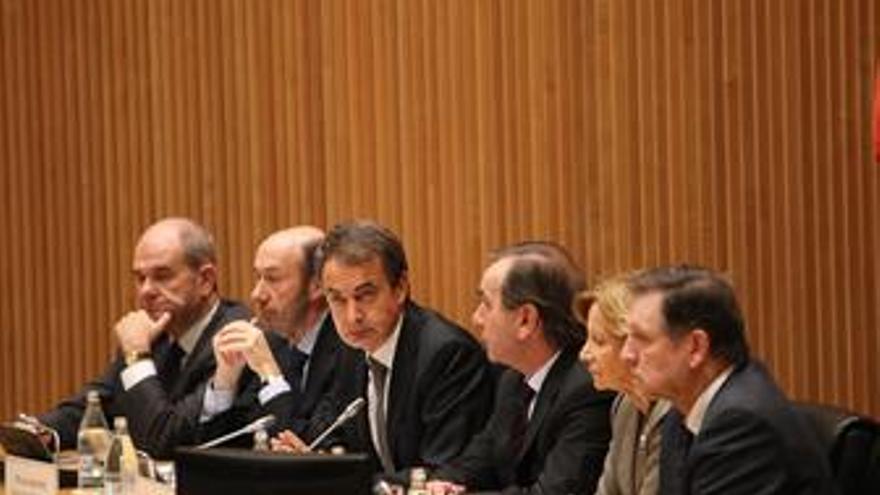 Zapatero se reúne con el PSOE en el Congreso