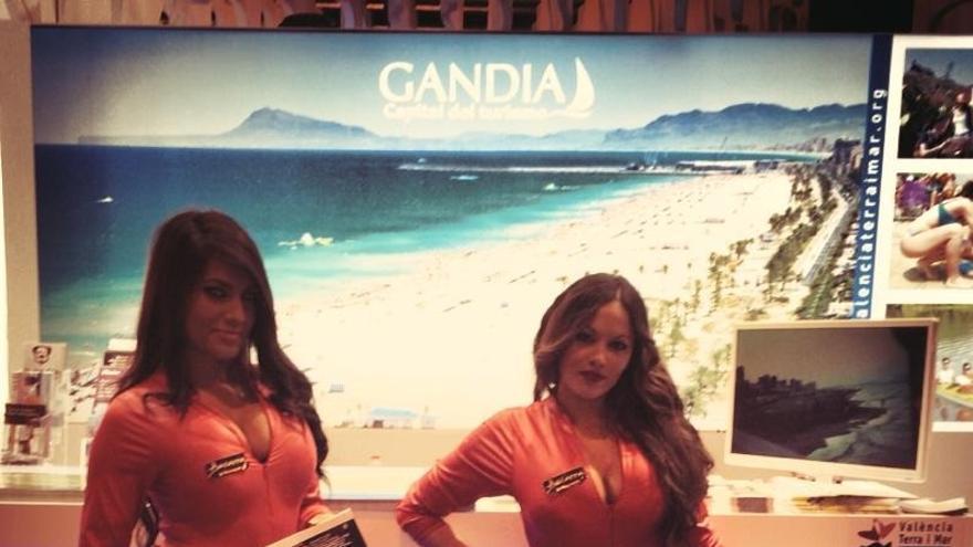 Las polémicas azafatas de Gandía, ausentes en la segunda jornada de la feria