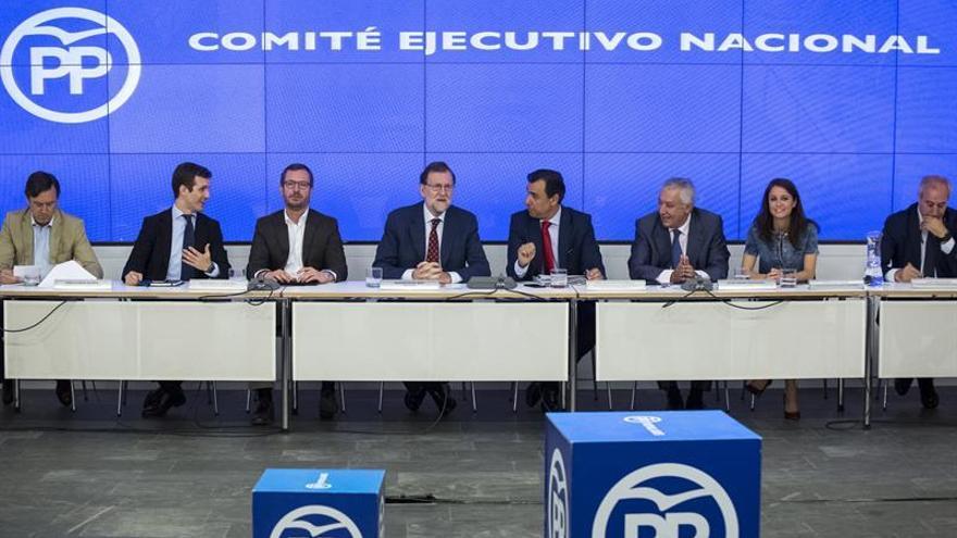"""Rajoy dice que comisión del PP """"no aporta nada"""" a lucha contra la corrupción"""