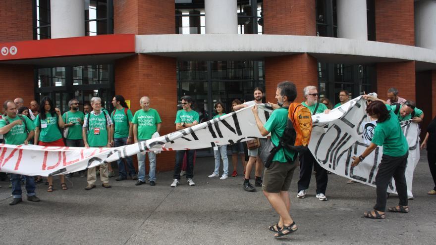 Concentración de piquetes de profesores en el arranque de la huelga indefinida de la educación pública madrileña. (Foto: Elena Cabrera. CC)