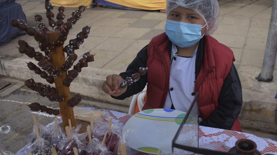 Los niños se apoderan de la feria de los deseos en miniatura en Bolivia