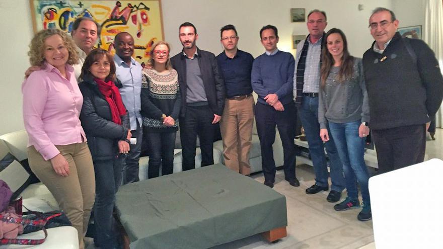 El equipo de la ONG valenciana 'Surg for All' junto al doctor Gilbert Kitio
