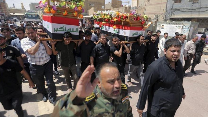 Exhuman 470 cadáveres de soldados iraquíes asesinados por el EI en Tikrit