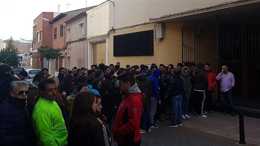 Concentración en Alcázar de San Juan en recuerdo al joven muerto en Herencia