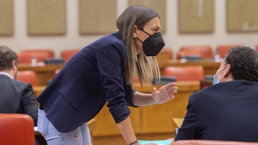 La portavoz de Junts, Miriam Nogueras, conversa durante una Junta de Portavoces en el Congreso de los Diputados, a 6 de abril de 2021, en Madrid (España).