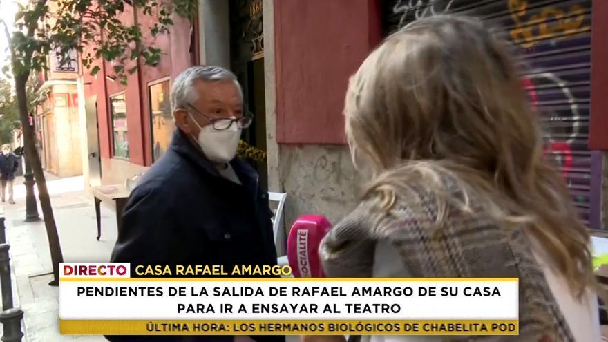 El padre de Rafael Amargo con la reportera de 'Socialité'