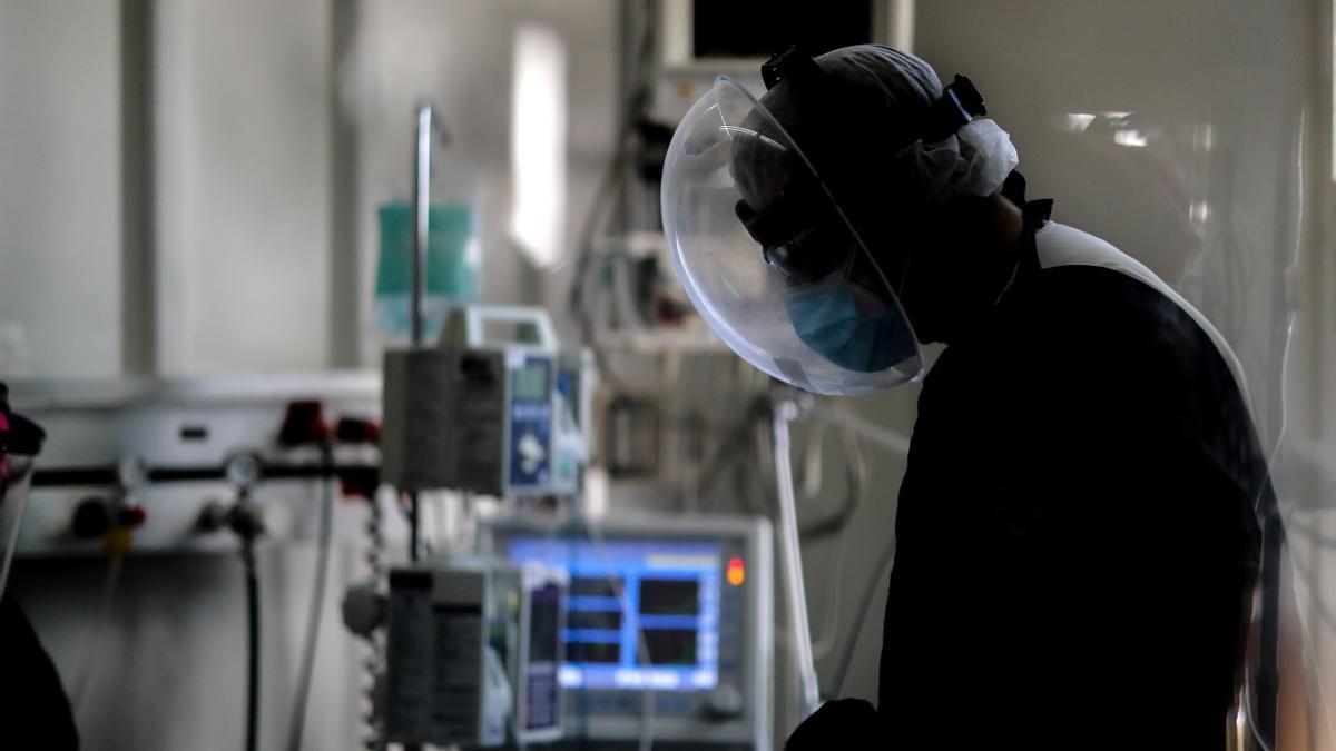 En los hospitales extremeños, hay ingresadas 19 personas, 4 de ellas en UCI.EFE/Juan Ignacio Roncoroni/Archivo