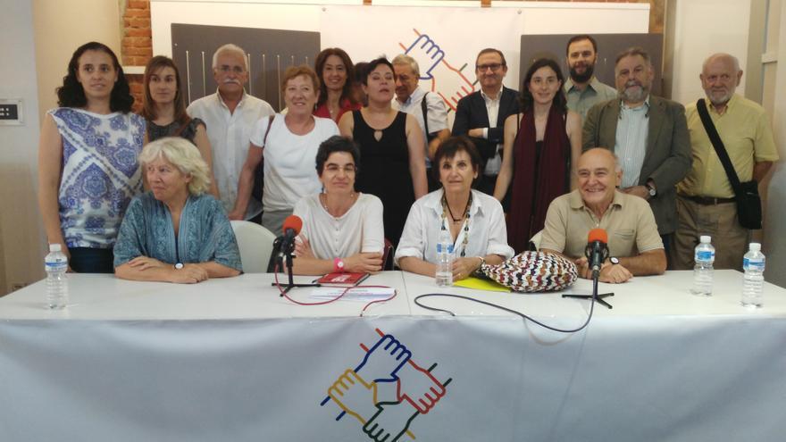 Los representantes de Plataforma por la Justicia Fiscal en la presentación de la alianza.