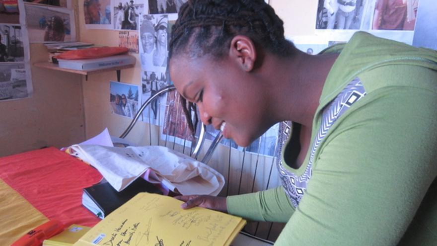 Bontle Khalo activista lesbiana de Sudáfrica, septiembre de 2012. © AI