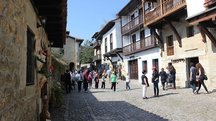 Los turistas extranjeros gastaron más del doble que los españoles en Cantabria en 2015 pero menos que en 2014