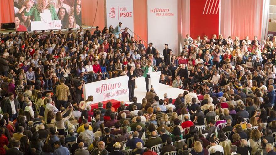 El PP adelantaría al PSOE por nueve décimas en Andalucía, según una encuesta