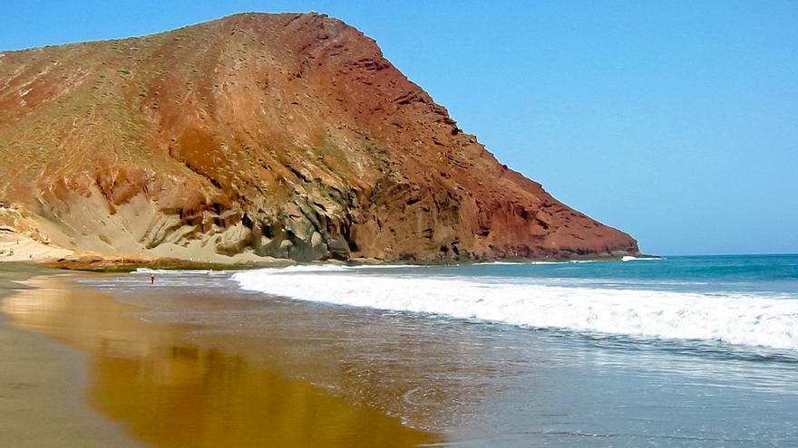 Montaña Roja desde la Playa de La Tejita.