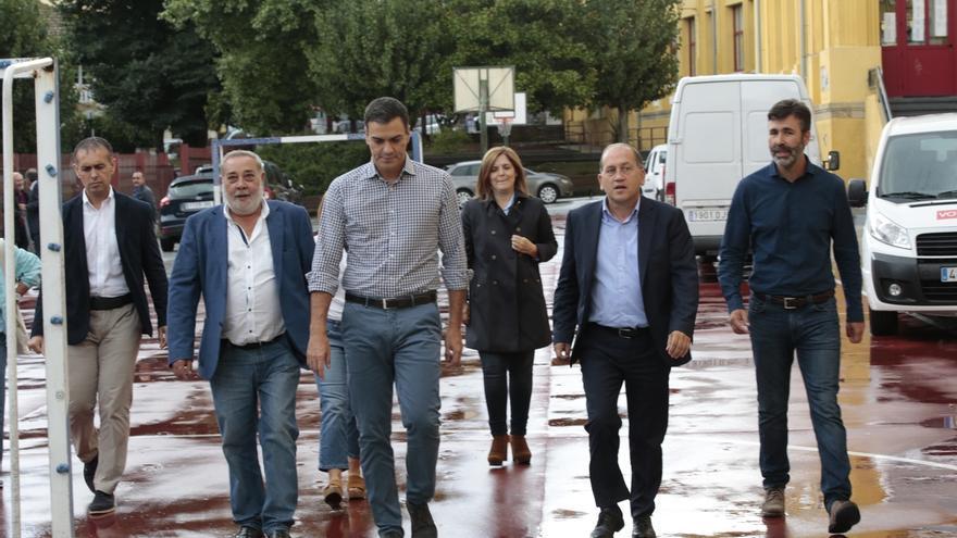 Pedro Sánchez reitera su petición de dimisión de Barberá y exige también la de Guindos por el 'caso Soria'