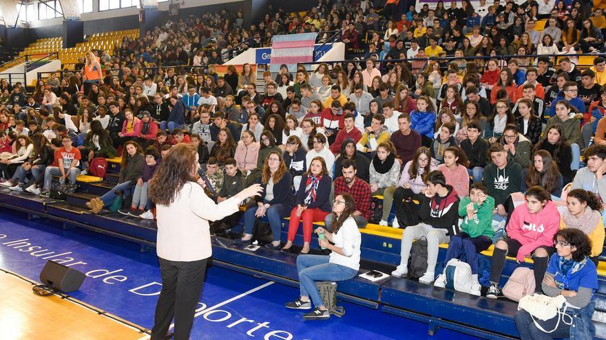 Carla Antonelli ofreció una charla sobre los derechos de la comunidad LGTBI a estudiantes de Gran Canaria.