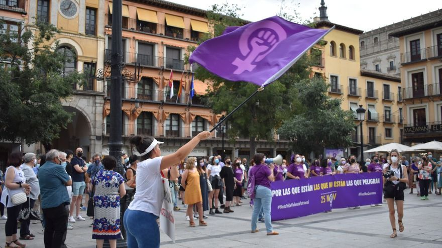 """Los minutos de silencio """"no bastan"""" para frenar la violencia machista, el grito del feminismo castellanomanchego"""