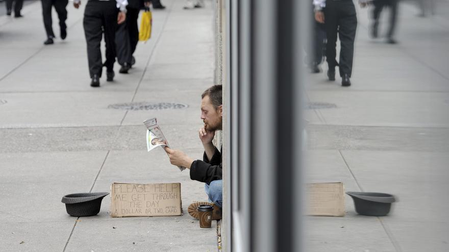 Las ayudas del Gobierno en 2020 hicieron bajar el índice de pobreza en EE.UU.
