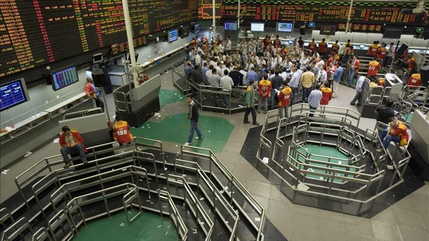 Las bolsas de América Latina se contagian de la indecisión de Wall Street y cierran mixtas