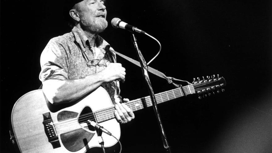 Pete Seeger y su guitarra