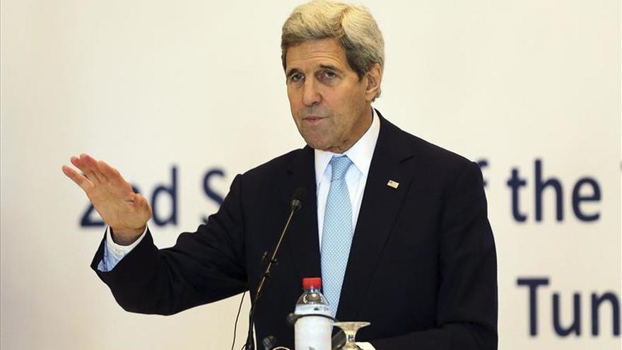 """Kerry dice que la lucha contra el EI """"tiene que acelerarse"""""""
