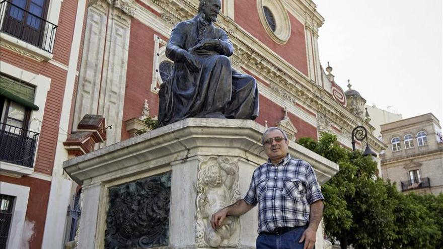Un albañil armenio publica su séptimo libro de poesía escrito en castellano
