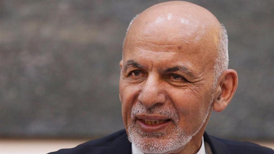 Ghani y el ministro de Exterior paquistaní debaten sobre cooperación bilateral