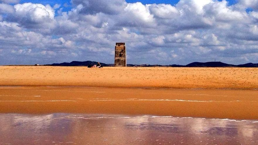 La torre de Castilnovo, que se sitúa a unos 500 m de la parcela hotelera de El Palmar.