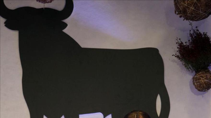 Un grupo de diseñadores trasladan el toro de Osborne a su universo creativo