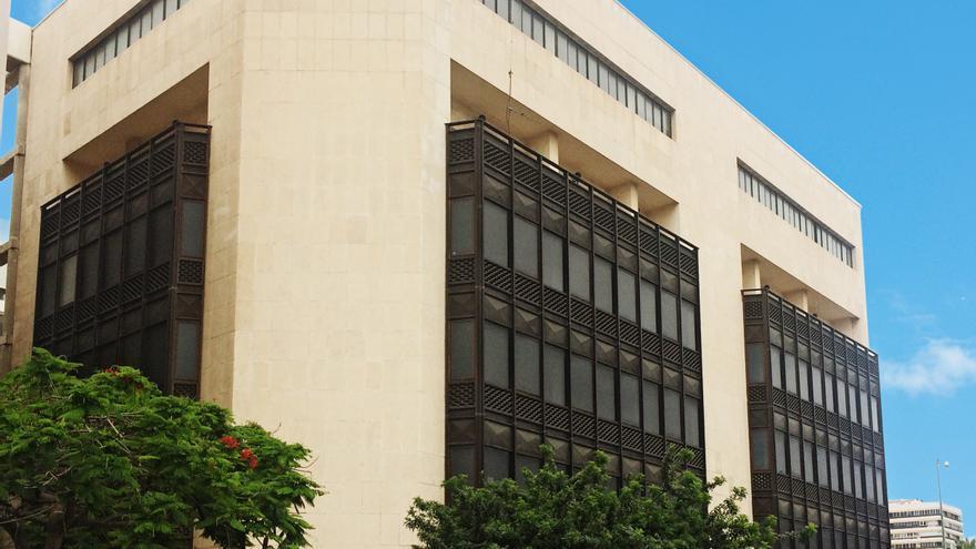 El antiguo edificio de correos del parque santa catalina for Oficina de correos las palmas de gran canaria