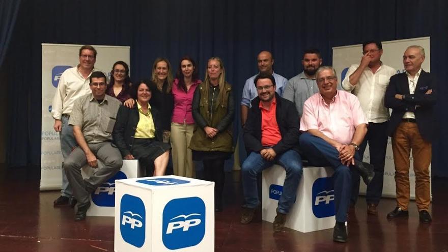 En la imagen, los miembros de la lista del PP al Ayuntamiento de Fuencaliente con los candidatos al Cabildo y al Parlamento de Canarias.