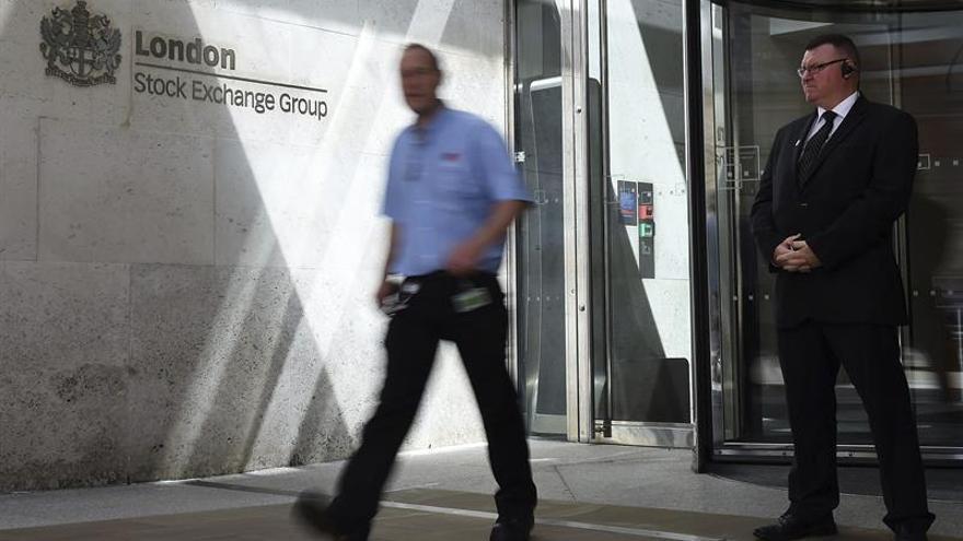 Londres toca máximos en 11 meses por el repunte de los títulos inmobiliarios