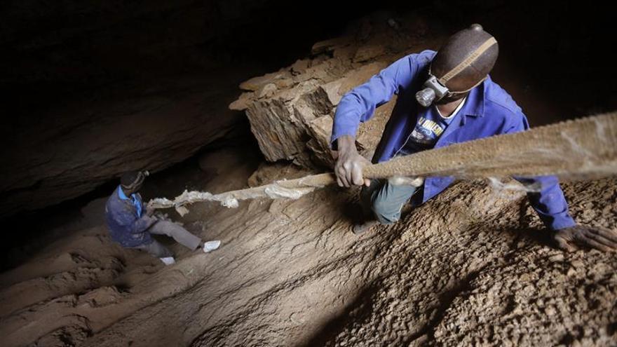 Un juez sudafricano da luz verde a la demanda colectiva de mineros con silicosis