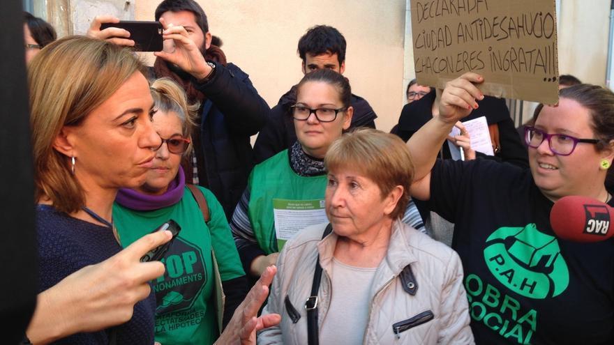 """Chacón promete reunirse con la PAH y niega ser la """"madre"""" del 'desahucio exprés'"""