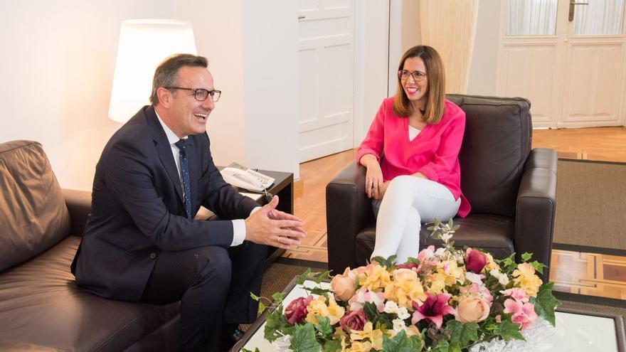 La alcaldesa se reúne con Conesa para hablar del Mar Menor, el AVE y la Ciudad de la Justicia