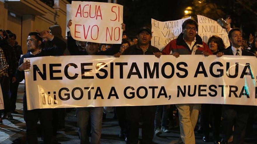 Miles de personas protestan en La Paz por la falta de agua y piden la  renuncia de la ministra