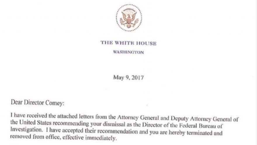 La carta de despido de Trump al director del FBI, James Comey.