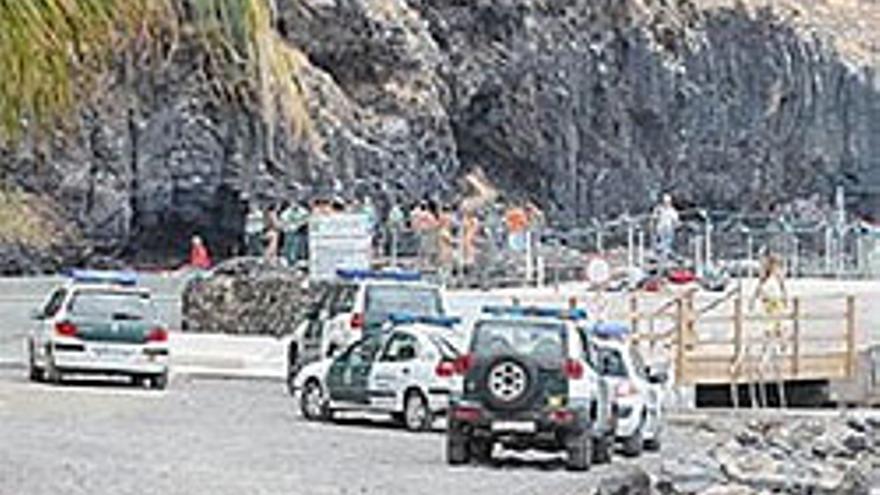 Fuerzas de seguridad en la playa del Moro por las protestas vecinales.