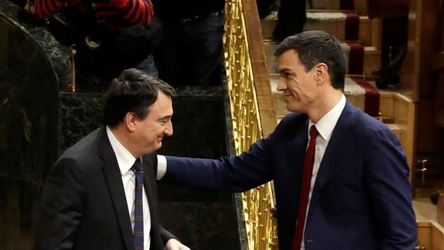 Sánchez ofrece al PNV seguir hablando pero sin descartar el pacto con C's