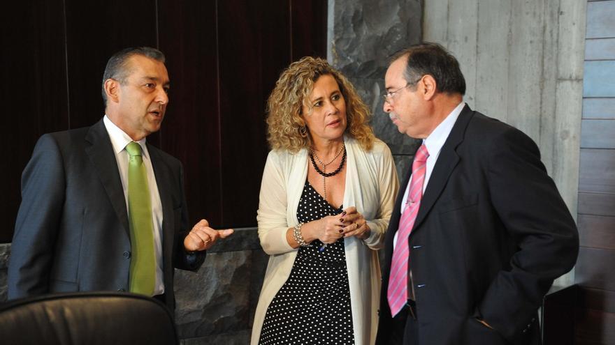 CC pide al Gobierno que intervenga en el precio de los vuelos a Canarias y Fomento recuerda que es un sector libre