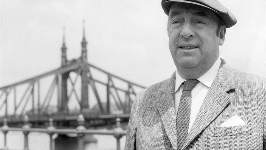 Pablo Neruda fue un hombre hipócrita, extraño y sensible, según Hagar Peeters