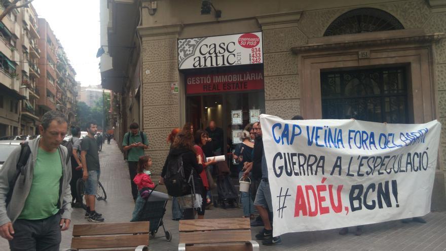 Protesta en una inmobiliaria ante la subida de los precios de alquiler