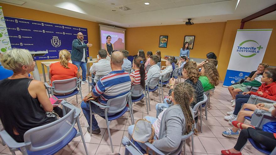 El consejero insular Valbuena, en el acto de entrega de premios de 'Recíclope' de junio pasado