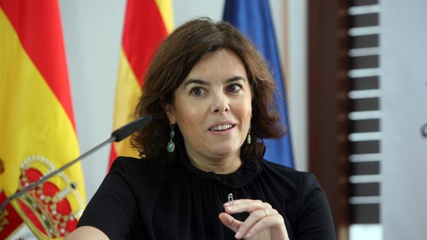 """Santamaría reclama """"sosiego"""" a los independentistas para negociar el 2 de octubre"""