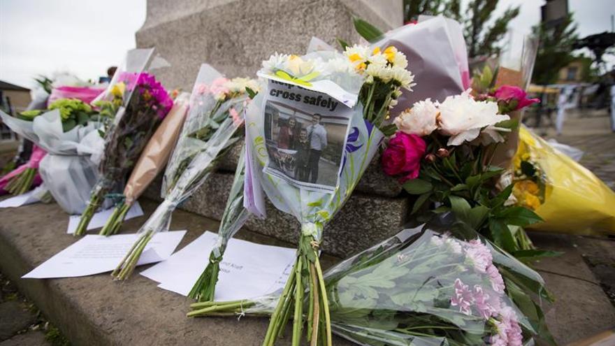 """La campaña sobre el """"brexit"""" permanece suspendida por el asesinato de Cox"""