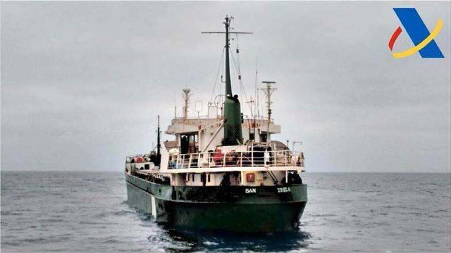 Interceptan un mercante con cinco toneladas de hachís en aguas de Almería