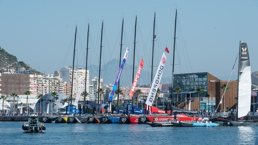 Las embarcaciones participantes en la Volvo Ocean Race en el puerto de Alicante
