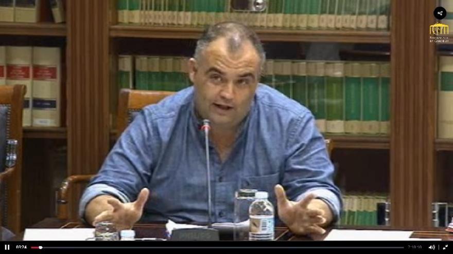 El verseador yeray Rodríguez en comisión parlamentaria